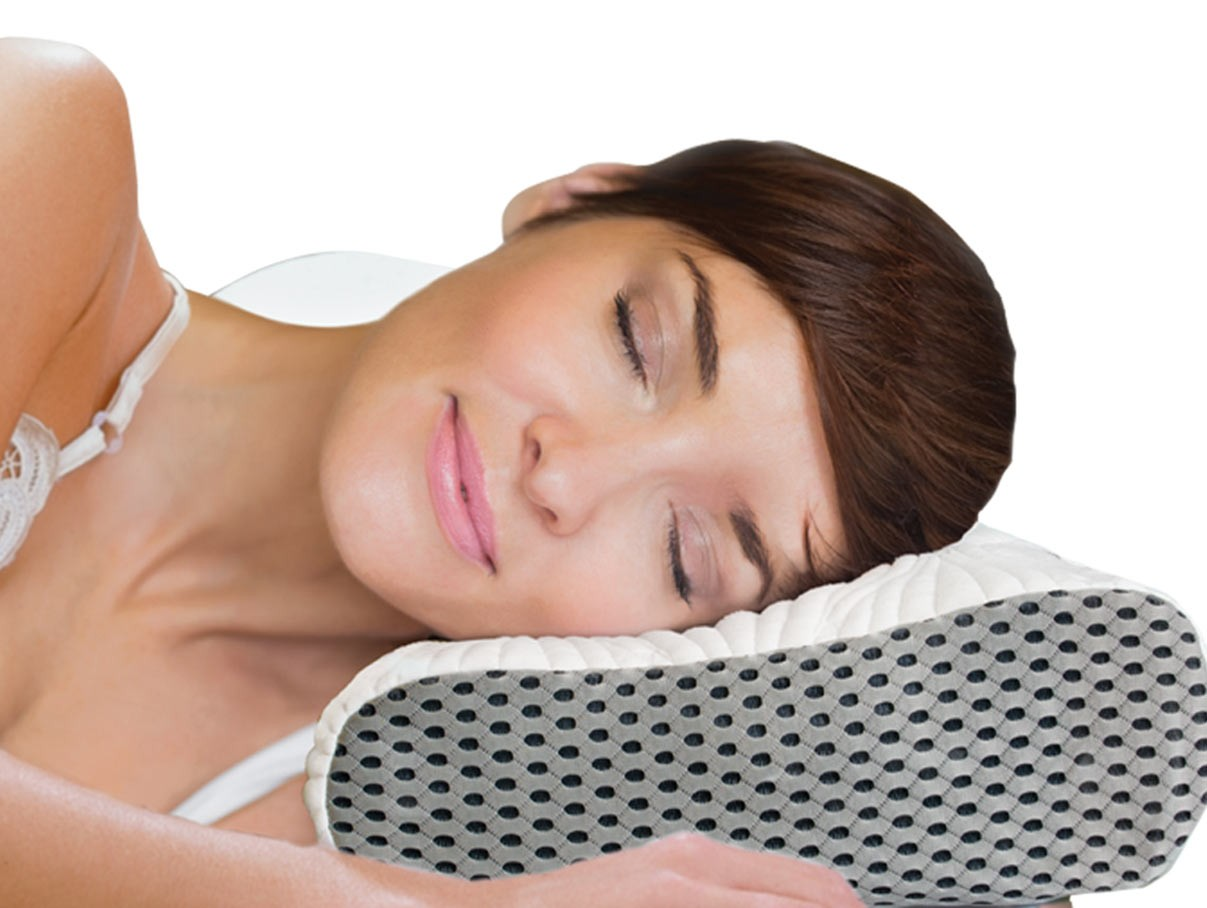 womand enjoying cooling izone neck pillow